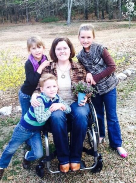 Aliciaand kids e1429562973575 448x600 - Mother of 6 Overcomes the Sudden Onset of Paralysis