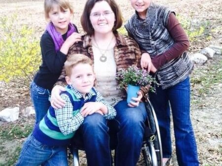 Aliciaand kids e1429562973575 450x336 - Mother of 6 Overcomes the Sudden Onset of Paralysis