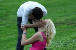 Kiss Kissing couple 1277907055 85 300x200 -