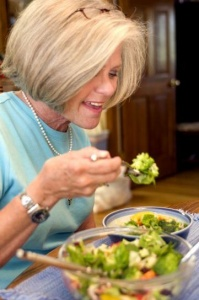 woman eating this vegetable salad packed full of healthy ingredients 361x544 199x300 - woman-eating-this-vegetable-salad-packed-full-of-healthy-ingredients-361x544