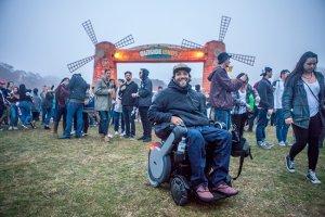 pedro paredes haz 5 300x200 - Man in in WHILL power wheelchair attends concert