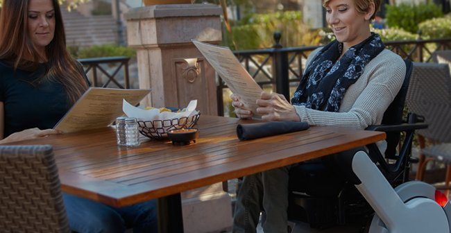 women-at-a-outdoor-cafe-reading-newspaper