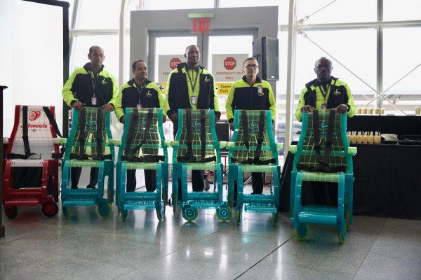 People behind jetweels 600x400 - Jetweels Carries Passengers in a Whole New Fashion!