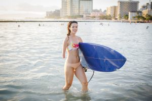 PL QT5XWCB original 300x200 - Young woman with her surfboard on Waikiki Beach